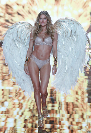 victoria's secret 2014 - London by Antonio Barros